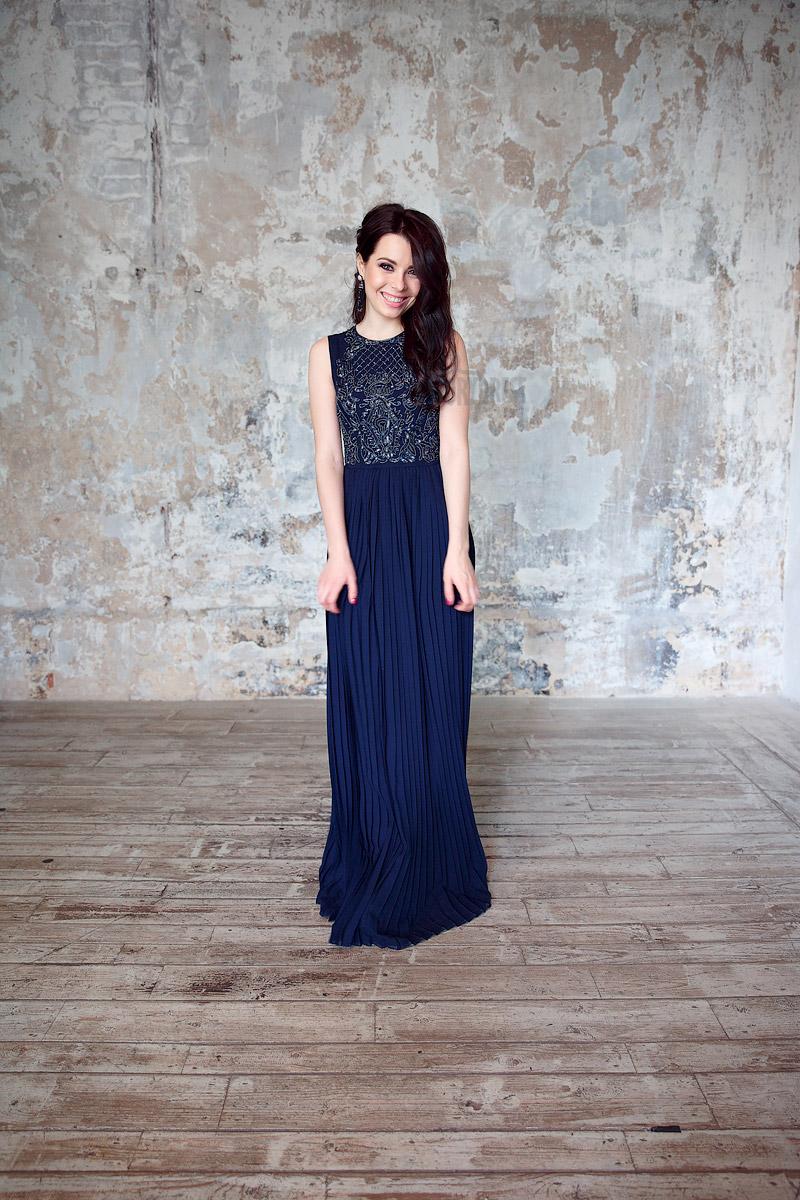 Темно-синее платье в пол