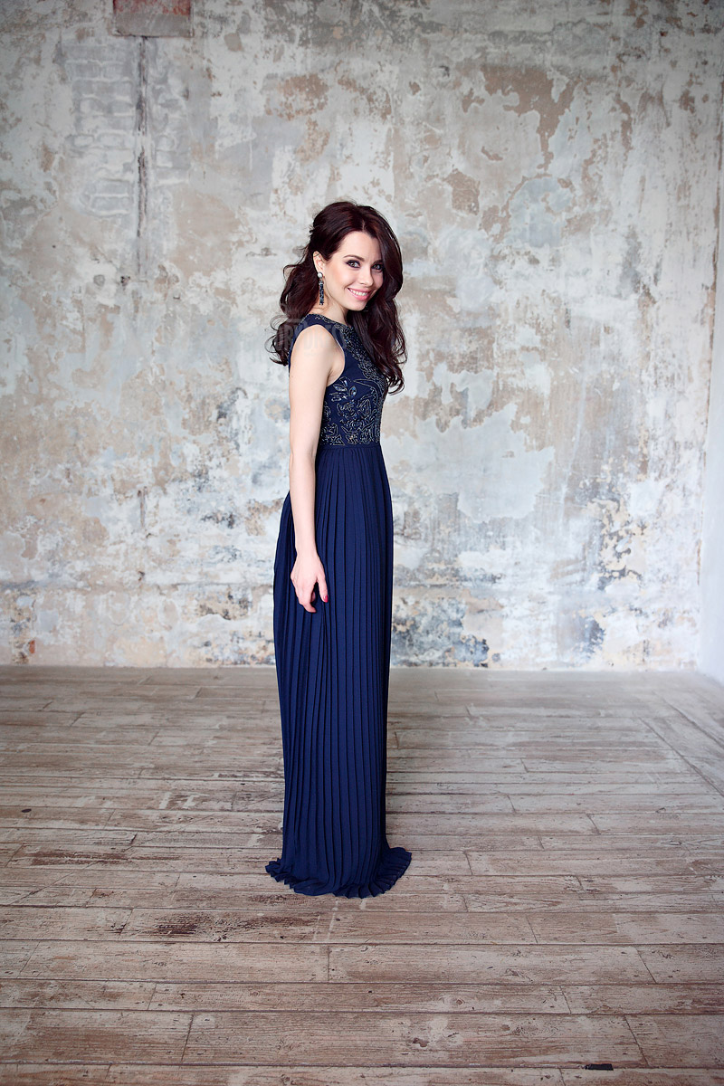 Вечернее платье с юбкой плиссе
