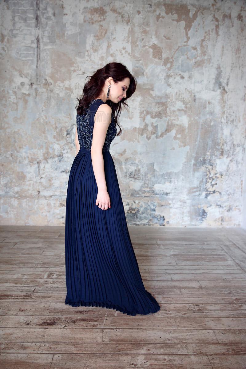 Длинное платье темно-синего цвета