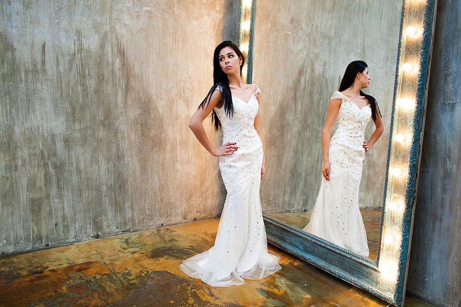 Вечернее платье-русалка с камнями и бисером