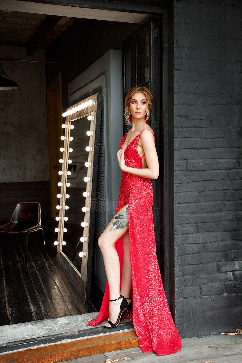 Красное платье с пайетками для дерзкого образа