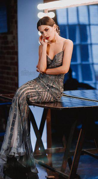 Вечернее платье силуэта сложного стального оттенка