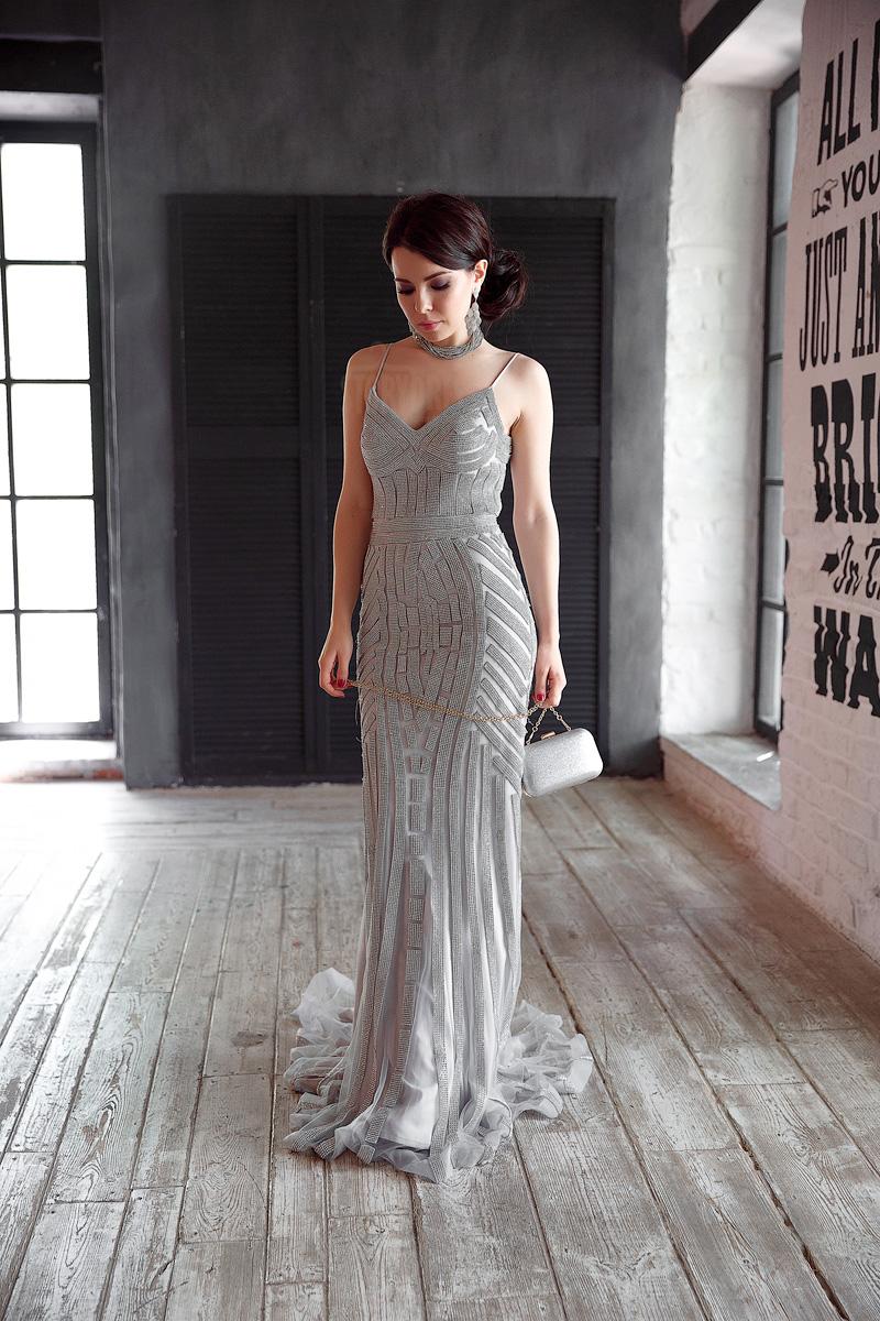 Пикантное и аристократичное вечернее платье