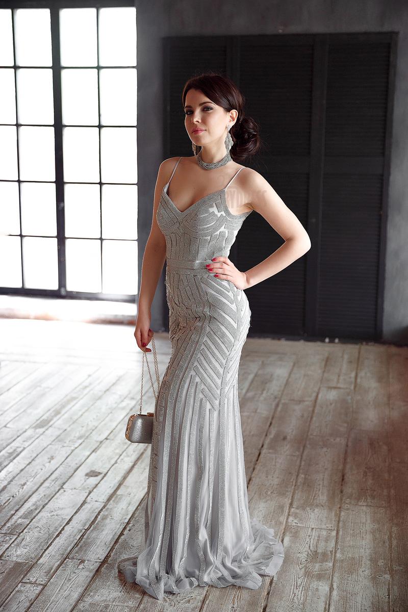 Шикарное платье с геометрическими узорами