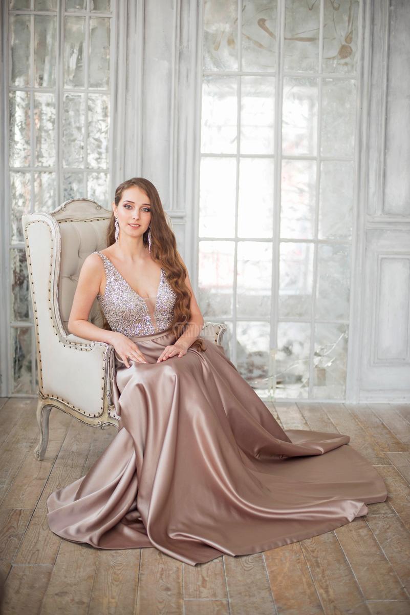 Вечернее платье для мероприятия