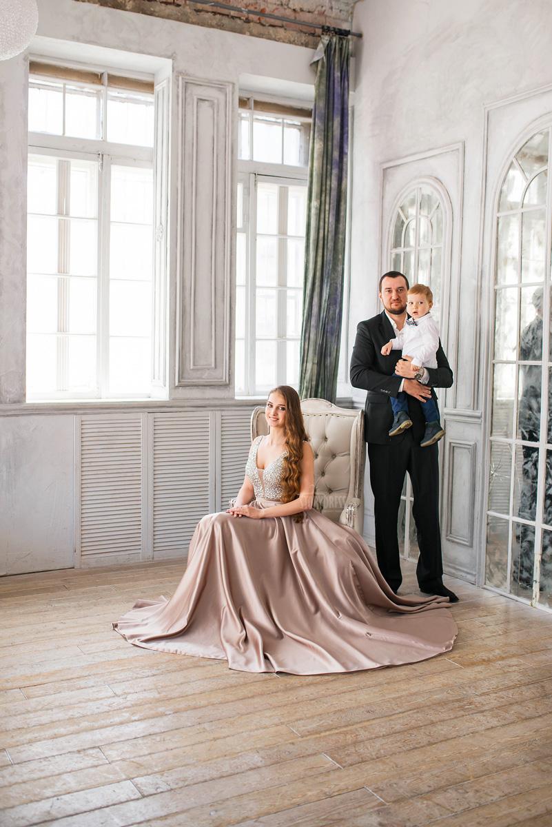 Красивое платье расшитое бисером и пайетками