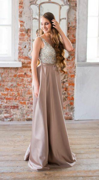 Элегантное платье на длинноволосой шатенке Ellie Caramel