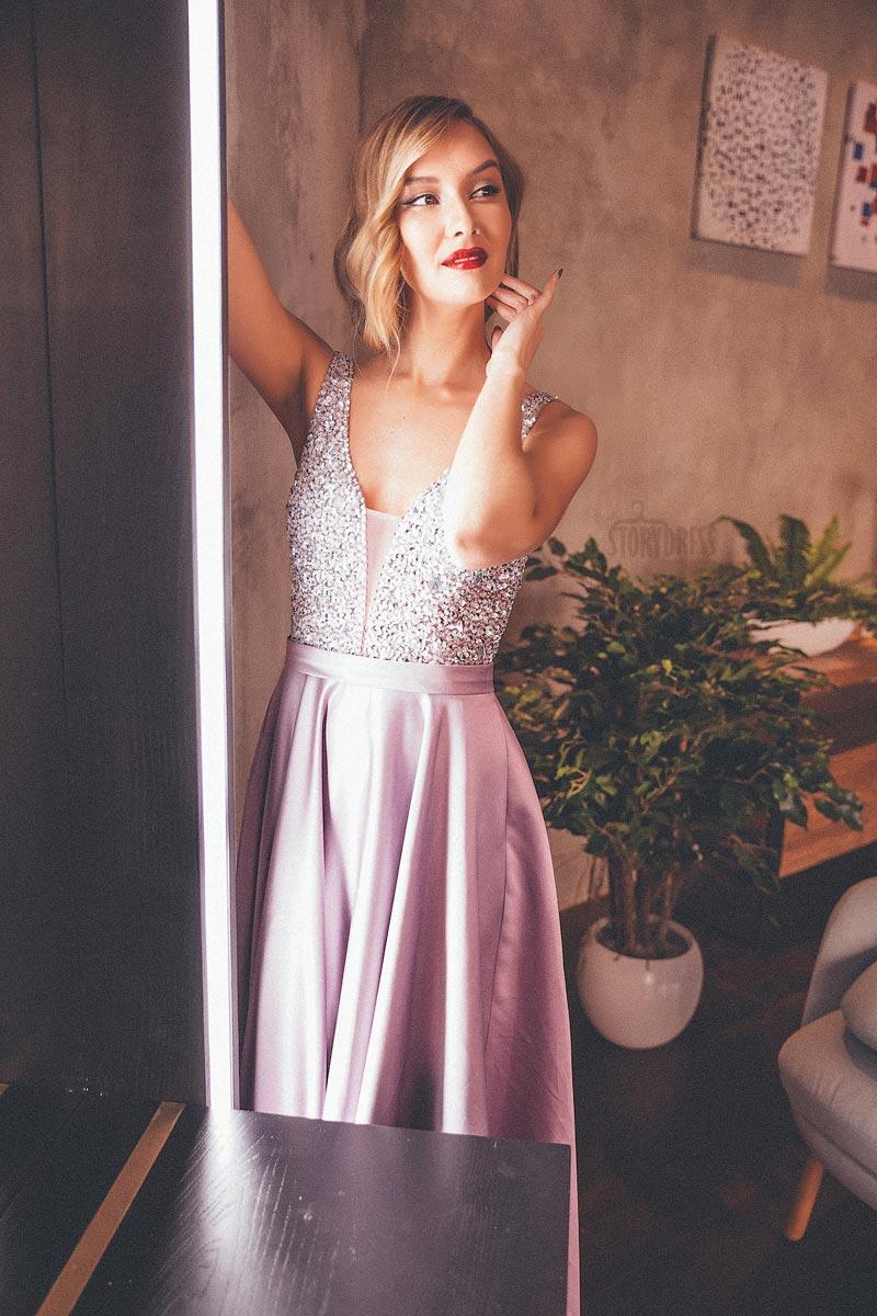 Вечернее платье приталенного силуэта