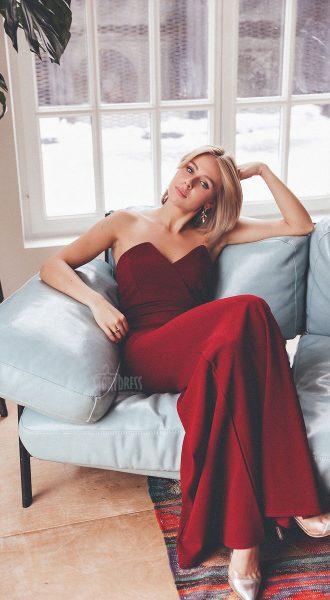 Вечернее платье-бандо из красной плотной ткани