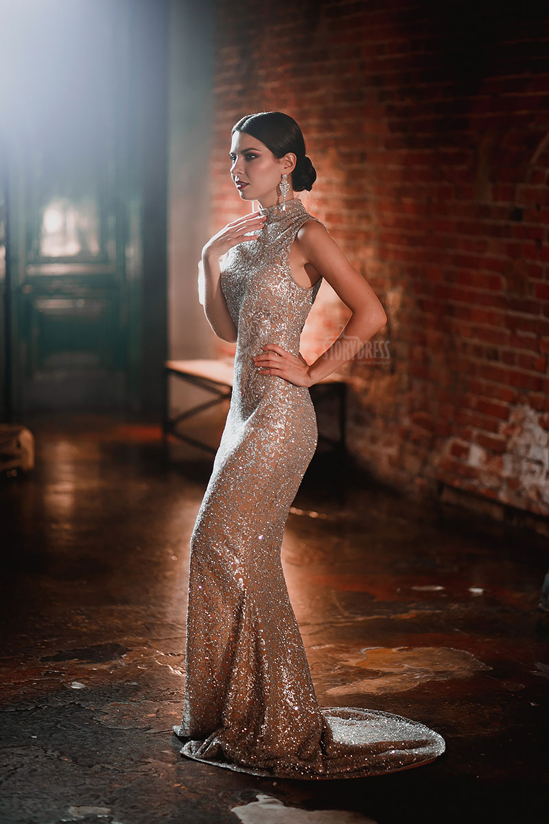 Вечерне платье из сетки бронзовых оттенков