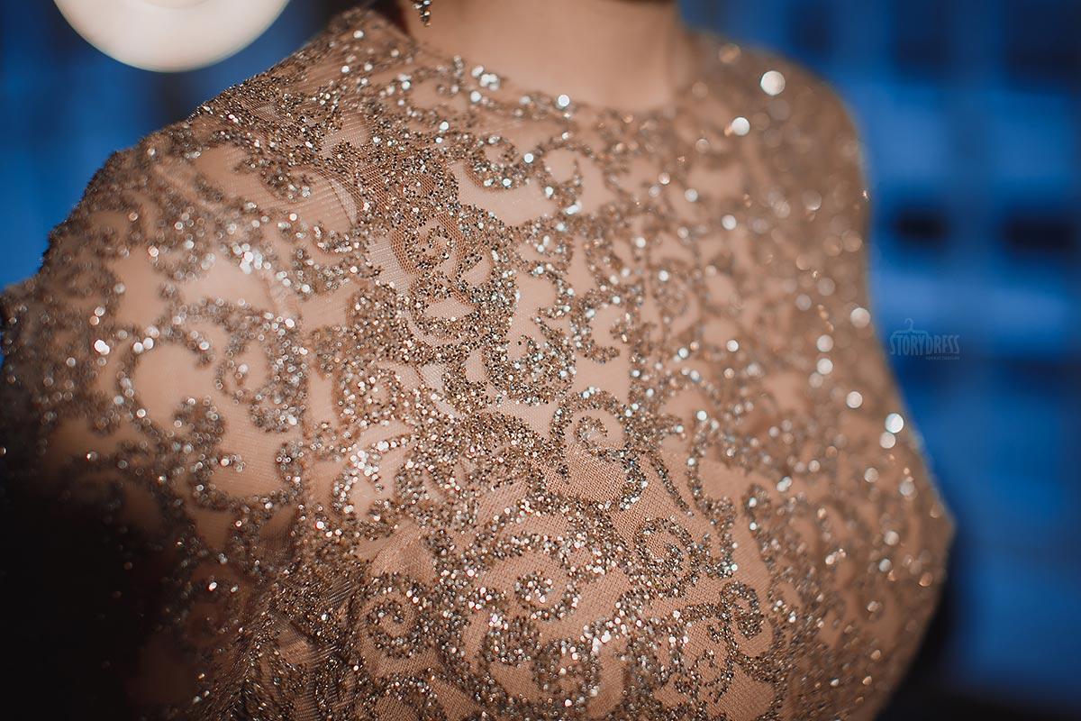 Гламурное вечернее платье золотого цвета