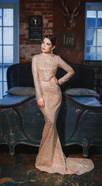 Расшитое платье золотого цвета