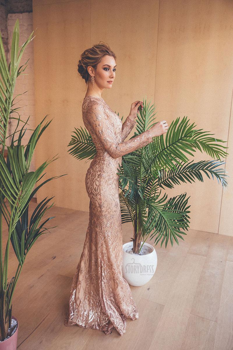 Изящное платье золотистого оттенка