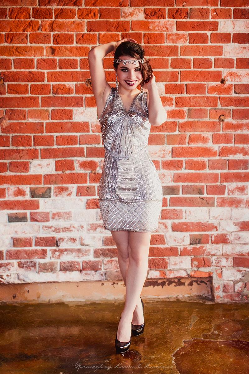 Серебристое мини платье в стиле Гэтсби