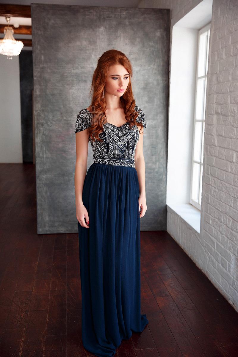 Платье темно-синего цвета