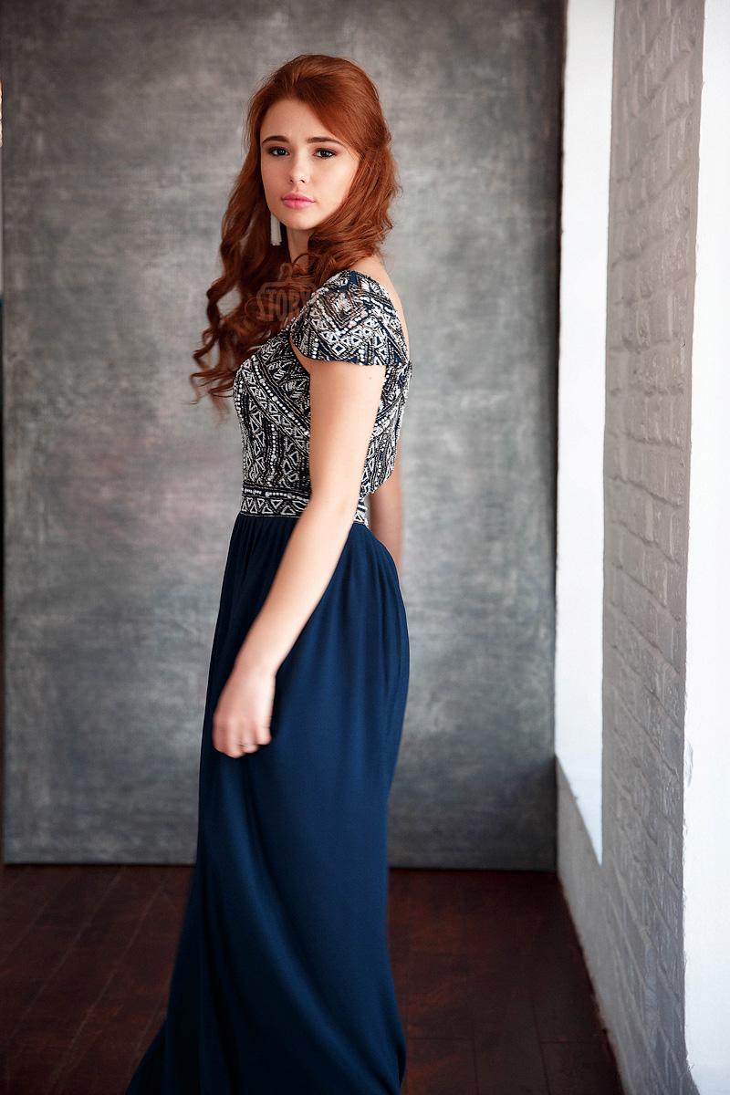 Студийное фото в вечернем платье