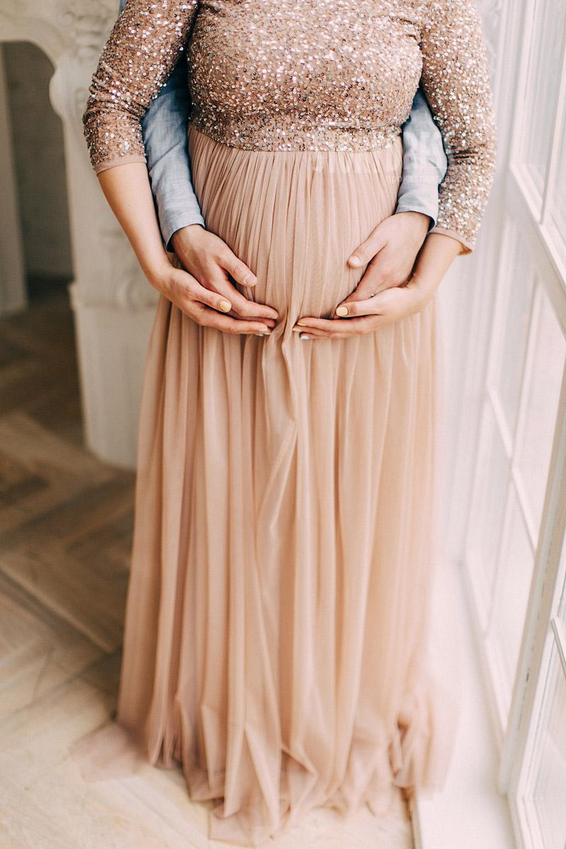 Платье песочного оттенка для будущих мам