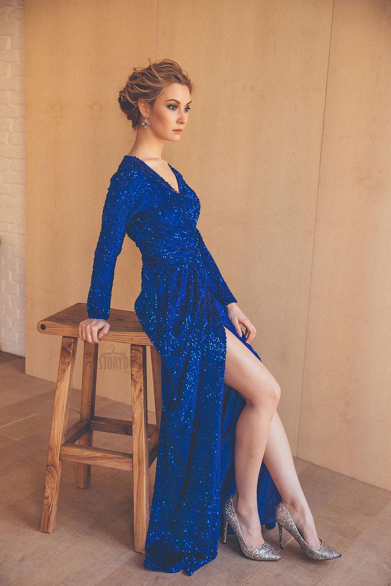 Вечернее платье-халат насыщенного синего цвета