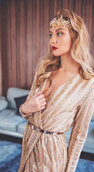 Платье-халат с чередующимися золотыми полосками