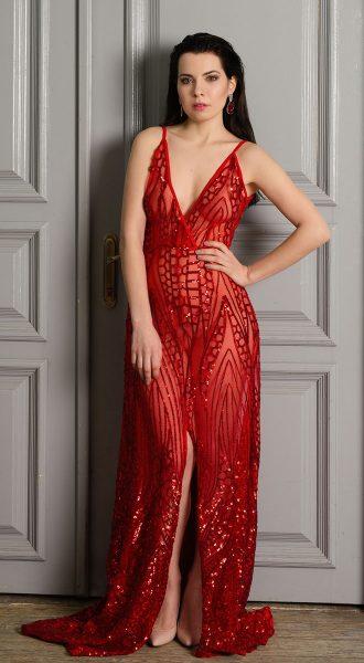 Соблазнительное вечернее платье в красном цвете