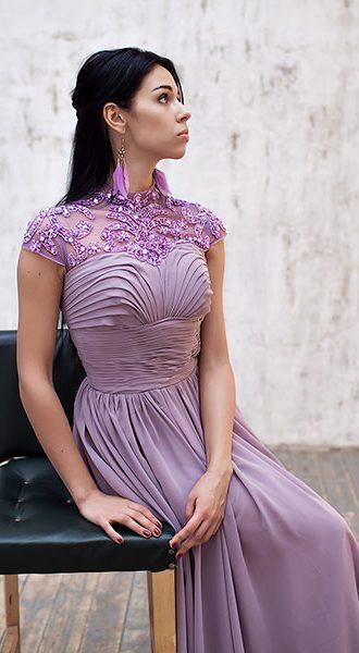 Глициниевое вечернее платье с отделкой из бус и бисера