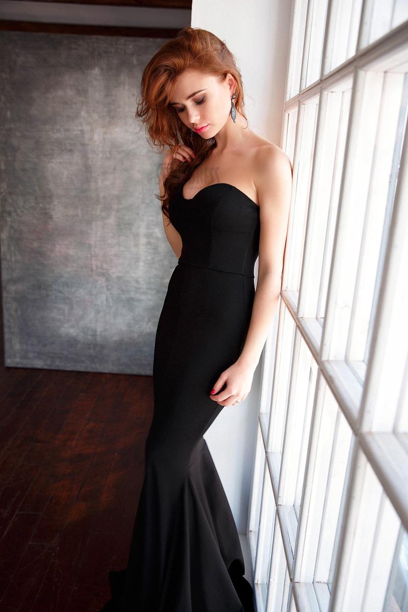 Вечернее платье плотно облегающее фигуру