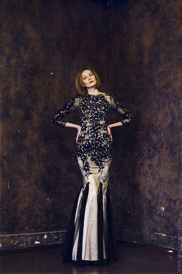 Элегантное платье черного с бронзовым цвета