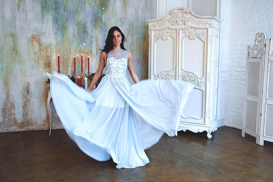 Образ для фотосессии в голубом платье в пол