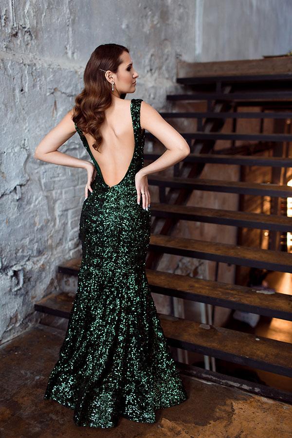 Платье с открытой спиной и силуэтом русалка
