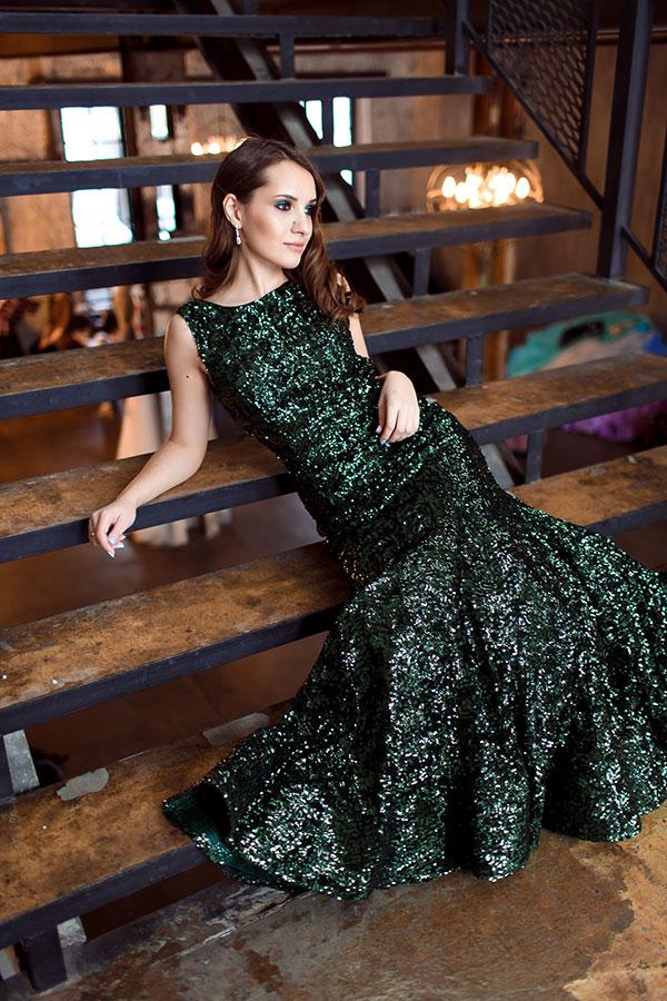 Вечернее платье с пайетками и юбкой-клёш