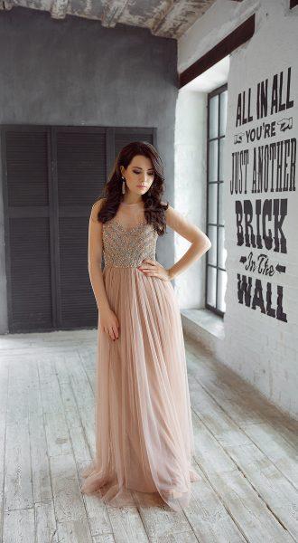 Нежное пепельно-розовое вечернее платье в пол