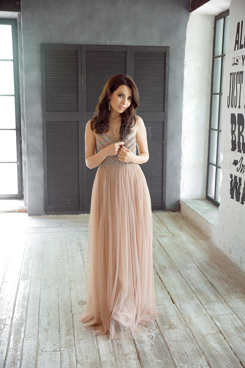 Платье с сетчатым верхом без рукавов