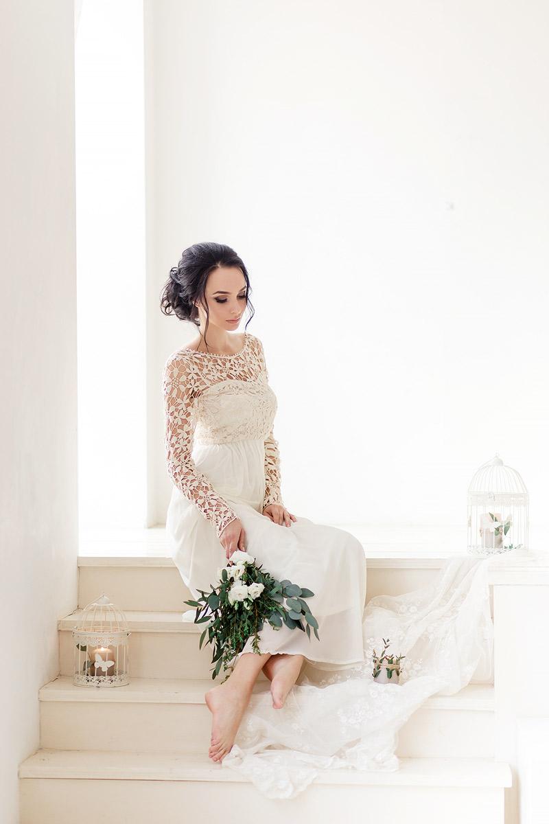Кремовое платье с кружевом