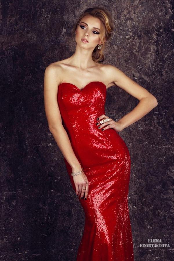 Сексуальное красное платье с переливающимися пайетками
