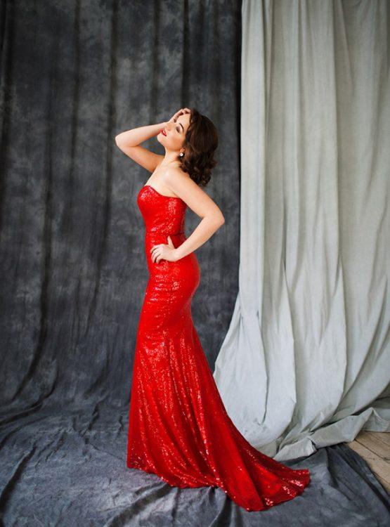 красное платье с длинным шлейфом напрокат