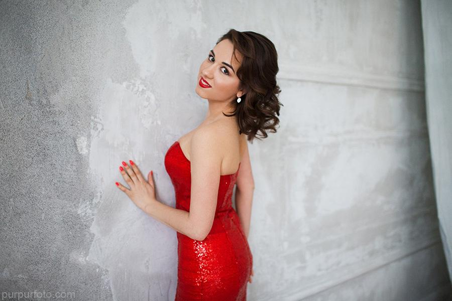 Дерзкий образ в ярко-красном платье Джессики Рэббит