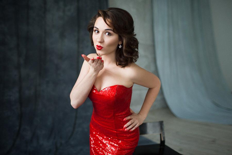 Красное платье из пайеток по фигуре