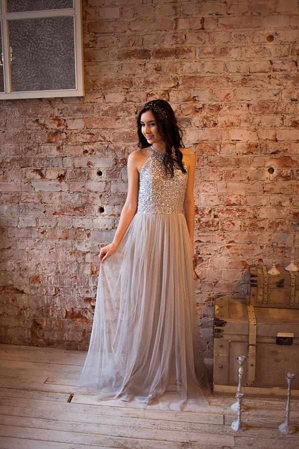 Серое платье с блестящим верхом