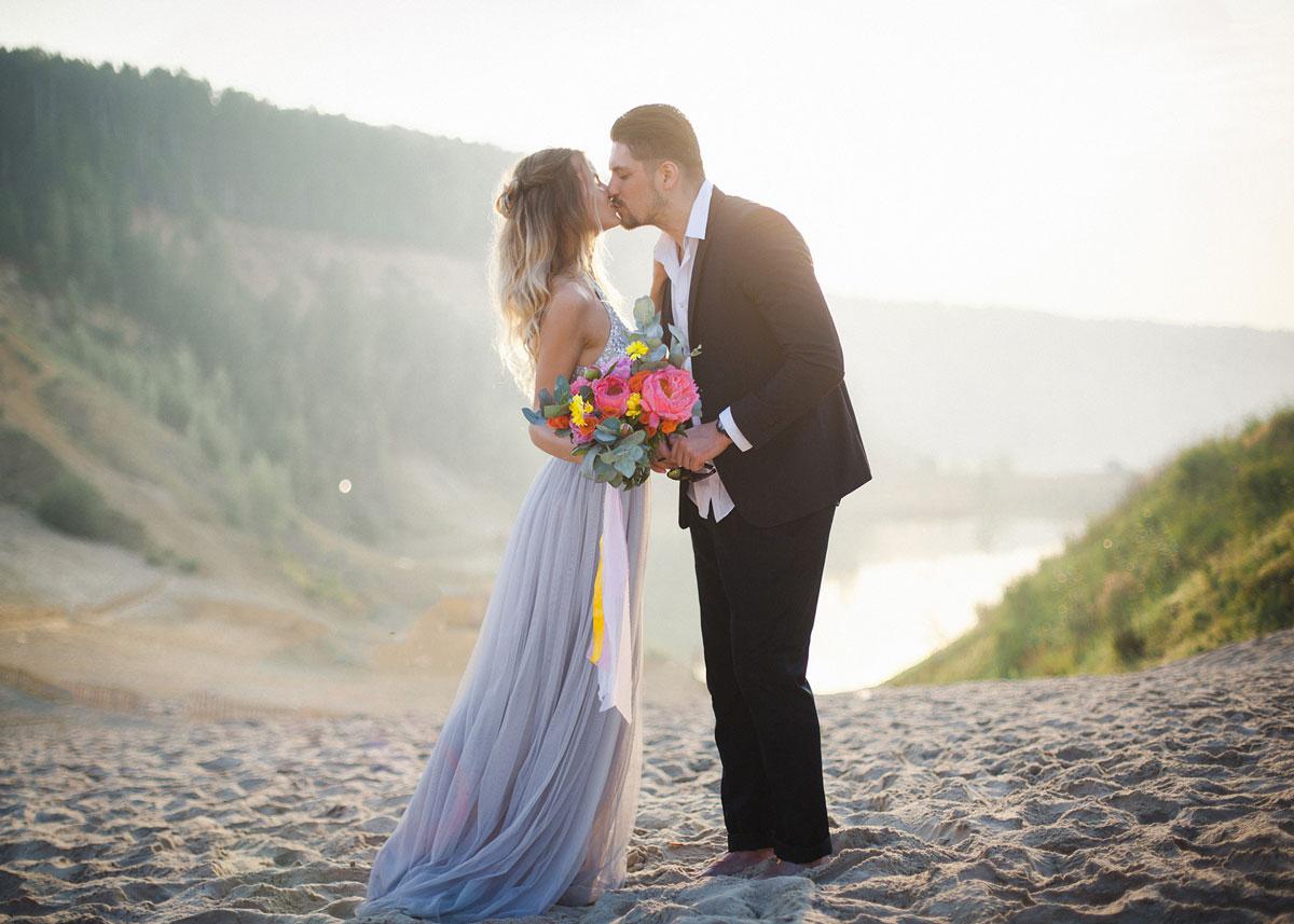 Романтичное платье с серыми пайетками