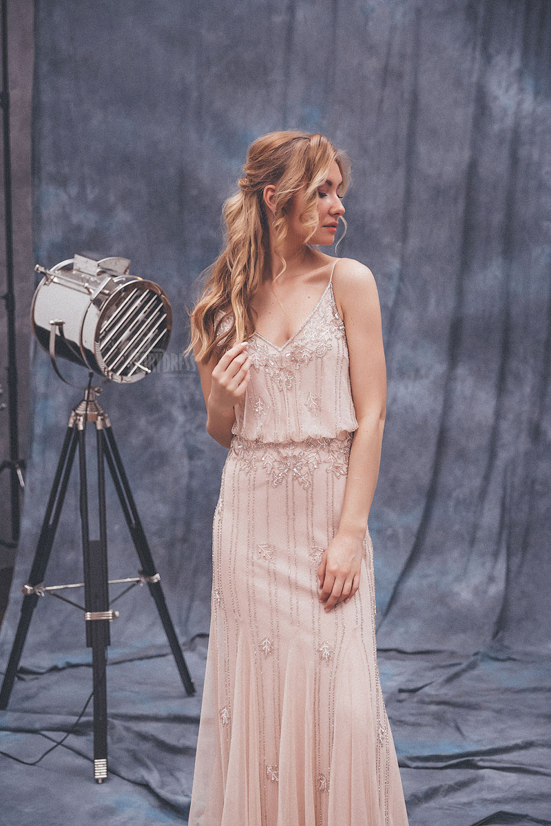 Вечернее платье цвета пыльной розы