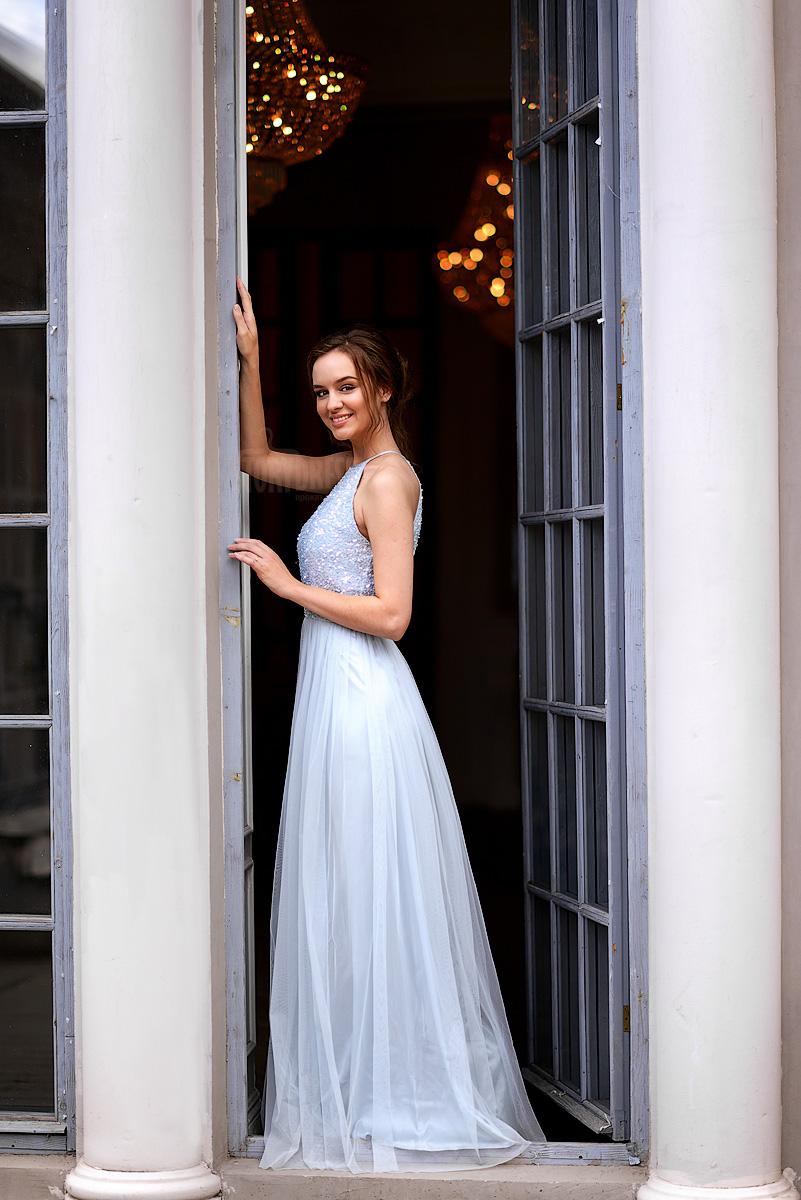 Платье со струящейся юбкой серо-голубого цвета