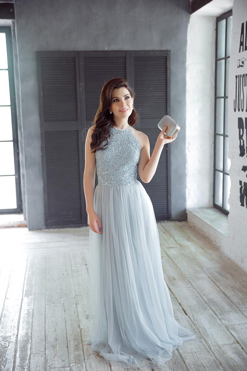 Платье А-силуэта сдержанного голубого оттенка