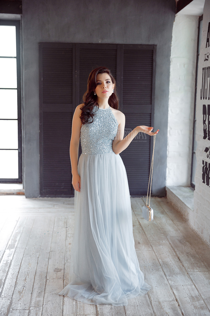 Романтичное платье оттенка голубого льда