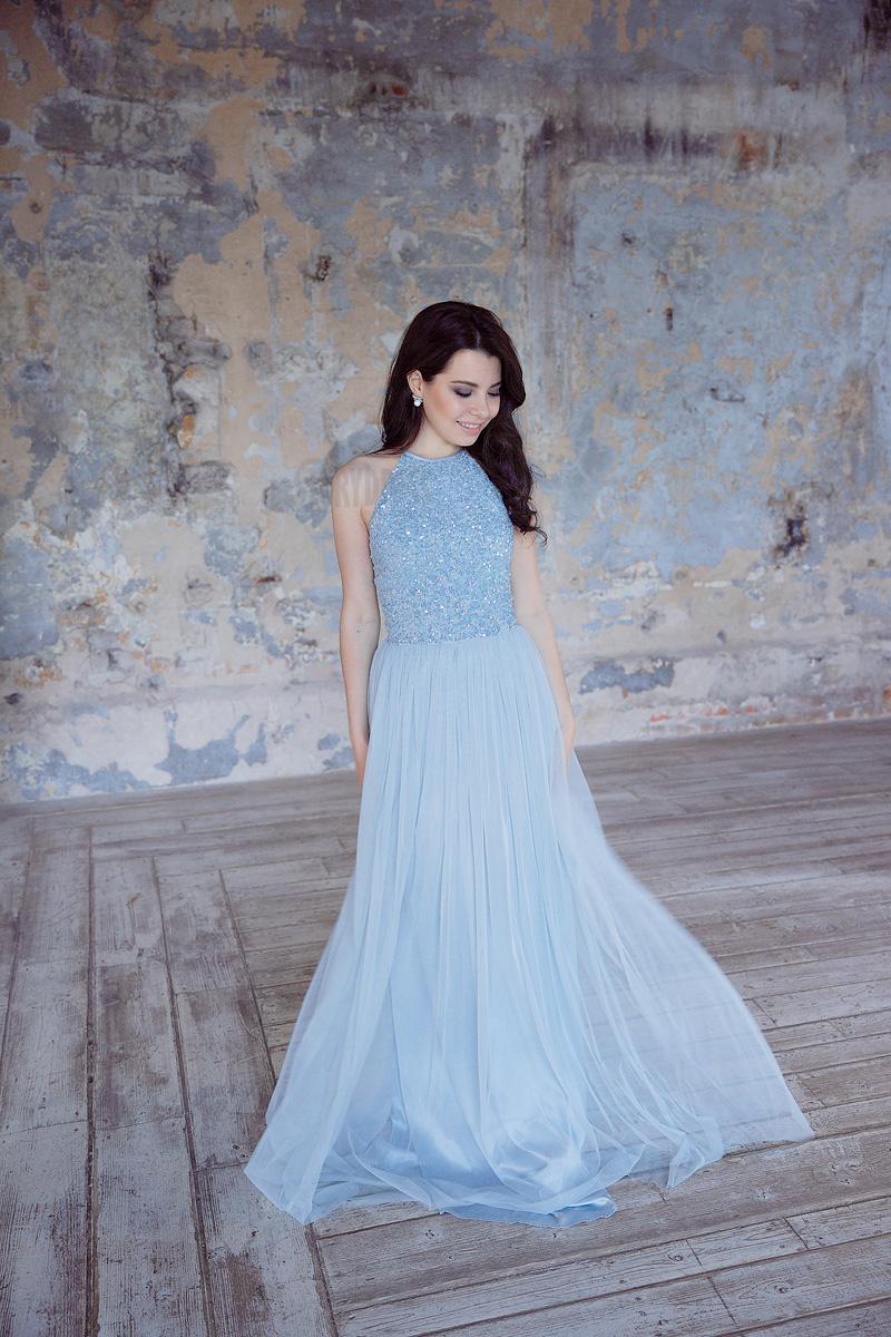 Платье небесно-голубого цвета