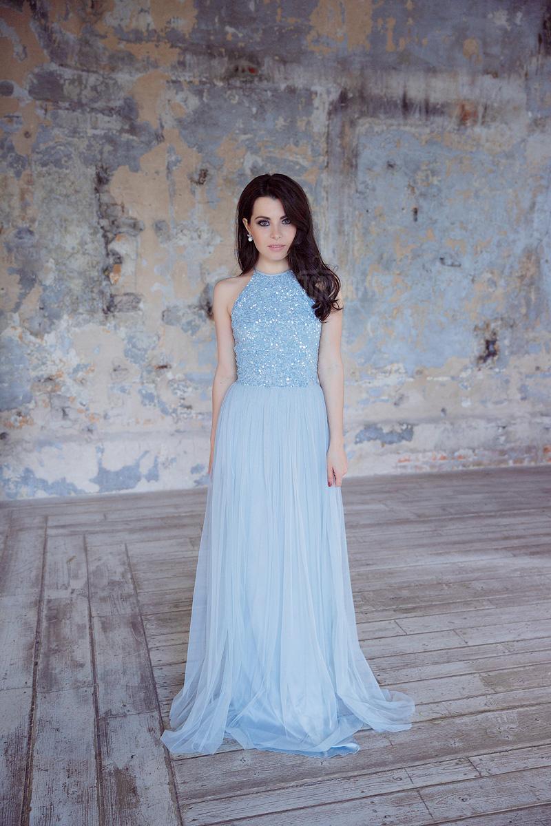 Вечернее голубое платье в пол без рукавов