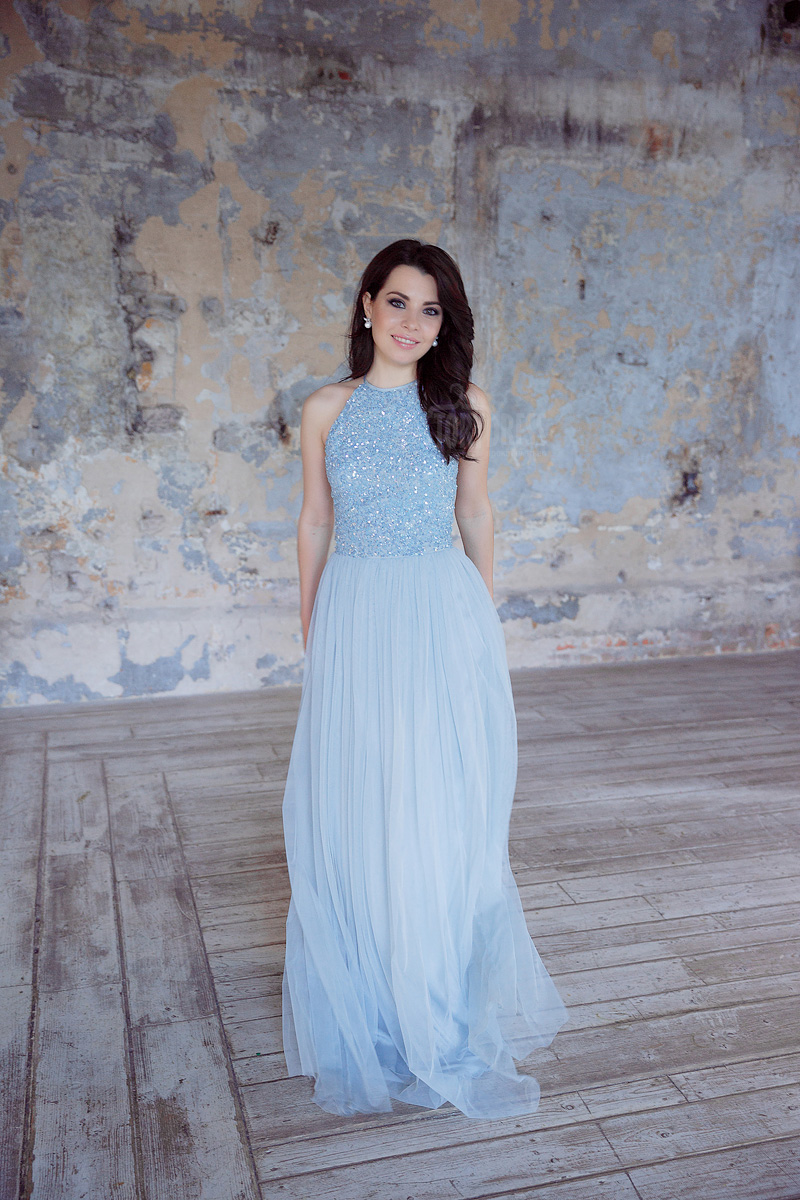 Платье насыщенного небесного оттенка