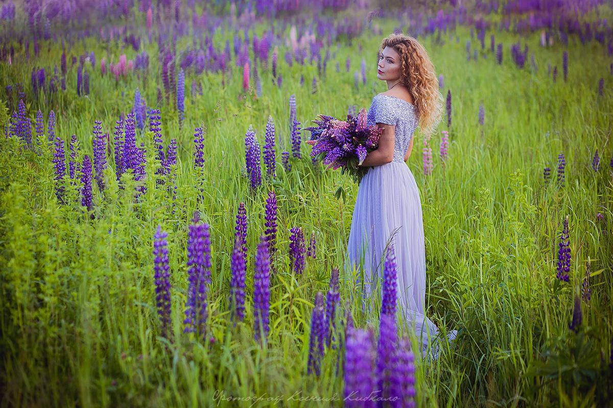 Лавандовое платье в лавандовом поле