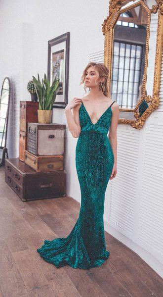 Сексуальное платье глубокого изумрудного цвета