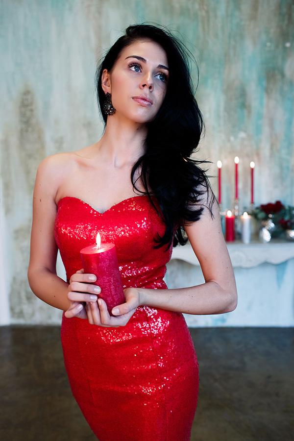 Фотосессия в ярком красном платье