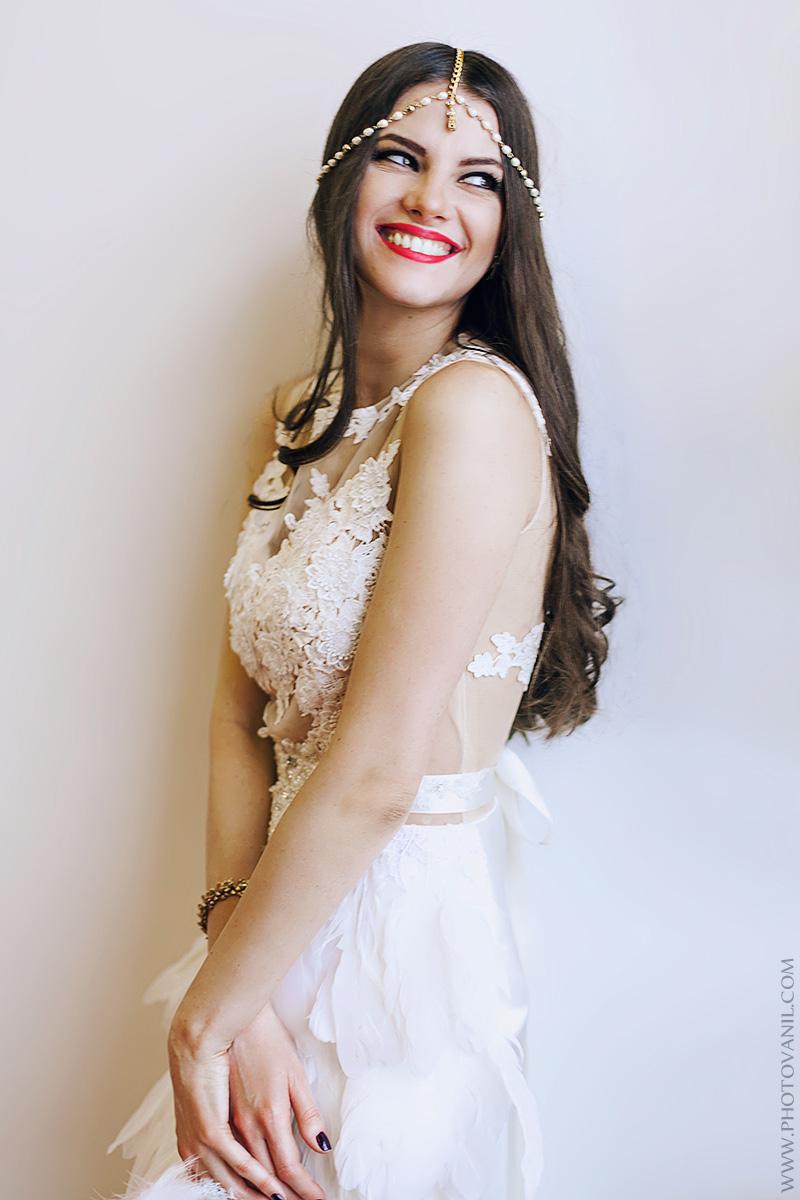 Платье с перьями для фотообраза